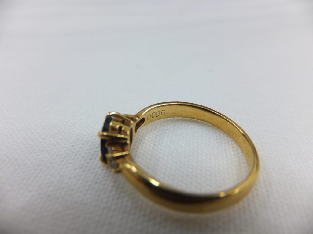 脇石の小さいダイヤモンド(メレダイヤ)の刻印