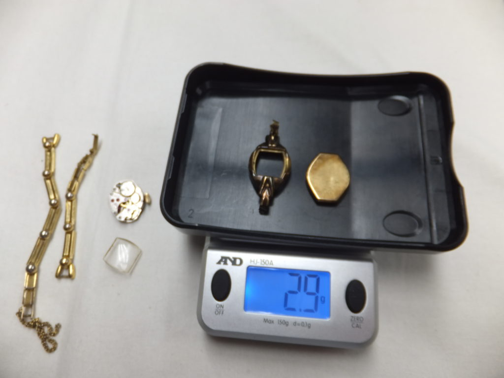 K18 金無垢時計の 金部分の重量 2.9g